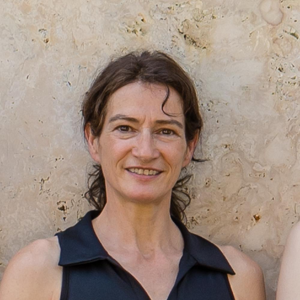 Soziologin, Allrounderin Konzepte, Texte und Berichte.  Weiterlesen  Monika Mutzbauer wurde im Oktober 1964 geboren, nach einer handwerklichen Ausbildung hat sie mit Abschluss M.A. Soziologie studiert. Seit 2006 fest bei Hartmann Nagel Art